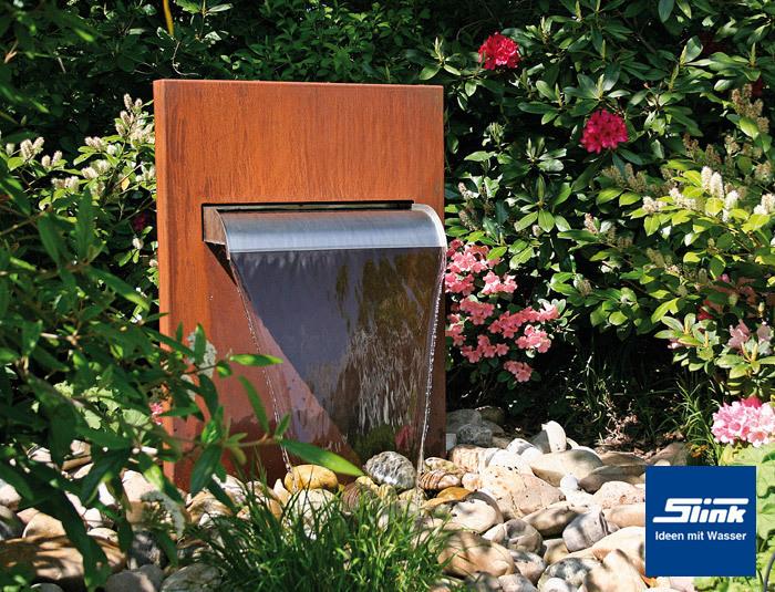 gartenbrunnen wasserfall stele aus corten ein wasserfall. Black Bedroom Furniture Sets. Home Design Ideas